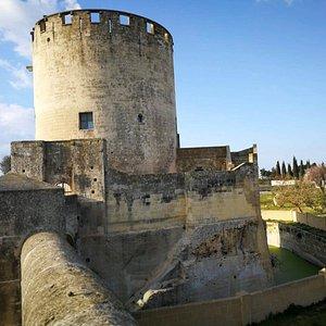 torre quattrocentesca con fossato