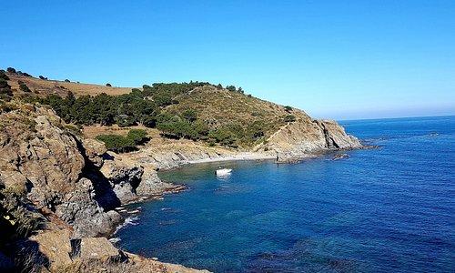 sentier du littoral depuis le sites des Paulilles sentier escarpé à certains endroits