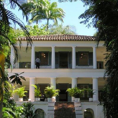 Museu Universitário PUC-Rio - com exposições de fotografias, pinturas e objetos a visitação livre - entrada gratuita