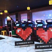 Cartas con cócteles y bebidas inspiradas en videojuegos.