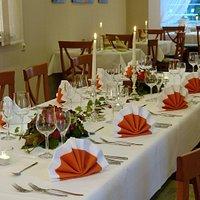 Festlich gedeckt , Das Restaurant - Für Gruppen bis zu 30 Personen und á la carte.