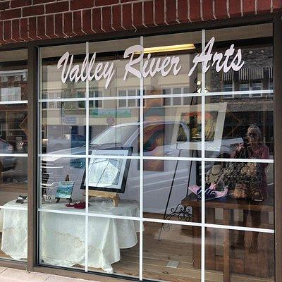 Valley River Arts Gallery