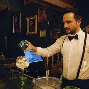 Disfruta de los mejores Gin Tonics y copas  de Madrid. *Enjoy the best Gin Tonics  and drinks in Madrid.