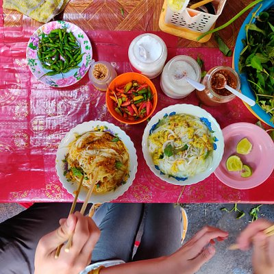 Stopping for a bowl of fresh rice noodles on the Phnom Penh Food Tours morning tour.