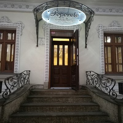 Peperete is conveniently located on the intersection of Sciusev and Bodoni streets in the center of Chisinau.