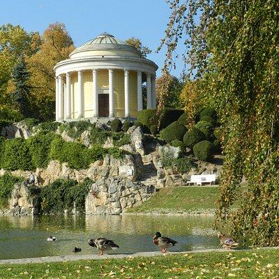 Świątynia Leopoldine w parku zamkowym w Eisenstadt