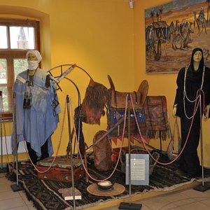Stroje i ozdoby Tuaregów w olkuskim muzeum.