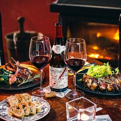 Particolare tavolo Vineria con cucina