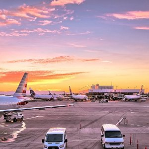 Planning to go on holiday by plane, or perhaps on family visit or for another reason abroad? Then you probably need to go to the airport to catch your flight. But how will you get there? Letting someone bring you or pick you up is not always possible and parking your own car at the airport is not a cheap solution. Then you can choose for a cheap airport transfer by an experienced holiday taxi company.