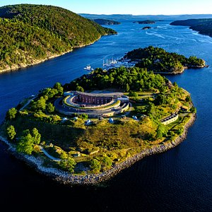Marking the passageway to Oslo and the body of water known as the inner Oslofjord, Oscarsborg Fortress has a storied military past, and today, is a public resort island.