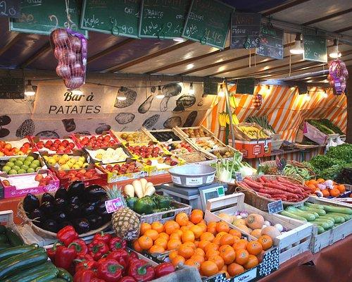 étal de fruits et légumes
