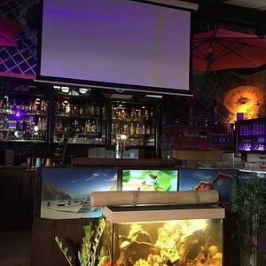 Der Cocktail Zombie war super. Eine sehr interessante Lokalität. Ein angenehmer Wirt. Wir kommen wieder.