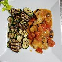 1. Pescatrice alla tarantina freschissima con verdure alla griglia. 2. Tagliata di manzo carne svizzera tenerissima con carciofi freschi