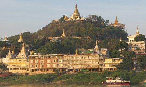 Gli stupa di Sagaing