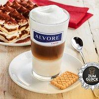 Ihr mögt Kaffee? Dann werdet ihr ALVORE lieben. Denn unsere erlesenen Kaffeebohnen stammen aus der ältesten familiengeführten Kaffeerösterei Italiens in der Nähe von Ancona. Bei ALVORE bieten wir euch außerdem täglich unsere typisch italienischen Panini und Focaccia aus unserem eigenen Ofen und belegen Brötchen von Hand. Wir servieren euch Herzhaftes, Süßes, Heißes, Knuspriges und Knackiges – immer frisch und immer mit viel Liebe zum Detail. Probiert selbst und lasst euch begeistern!