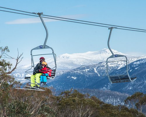 Selwyn Snow Resort is considered a gently progressing mountain – the perfect place for beginners to learn to ski or snowboard in a safe and comfortable environment.