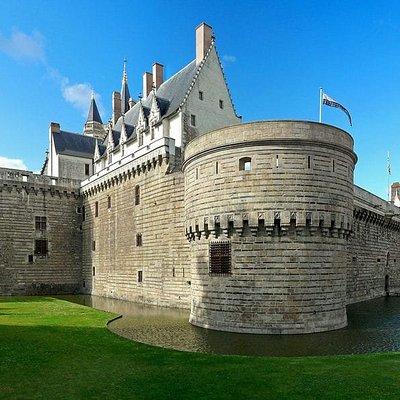Nantes et ses Monuments incontournables serons vous laisser de très bon souvenirs Nos chauffeurs sont mis à disposition à l'heure ou à la journée.   #Vtc #Taxi #Chauffeur-Privé #visite-Guidée
