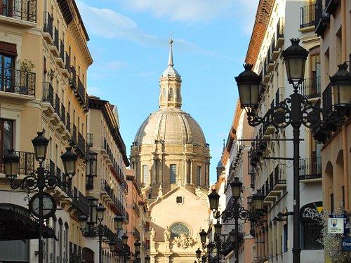 Calle Alfonso I con el Pilar al fondo