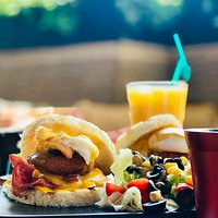 Eggs Benedict, perfect breakfast for those who want a complete dish.