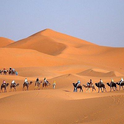 Rutas desde Ouarzazate, para descubrir los mejores lugares  del sur de Marruecos. a través del desierto de Merzouga, Noche en el campamento del desierto en Merzouga disfrute de la caminata en camello en Merzouga,