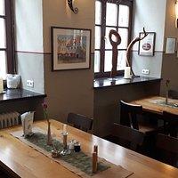 Gastraum zur Alten Bergstraße hin.