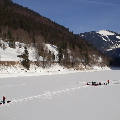 Plongée sous glace dans le cadre superbe du lac de Montriond