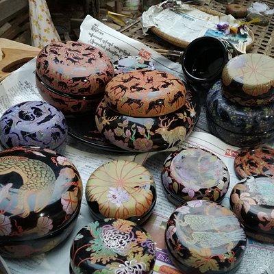 Quelques exemples d'objets en laque fabriqués dans cet atelier
