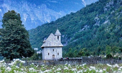 Organizziamo viaggi sul Lago Koman Also, anche in tutti i siti turistici nel nord dell'Albania 🇦🇱 Anche in Kosovo 🇽🇰       MIKI TOURS Contatta imail: mikitours@yahoo.com📨