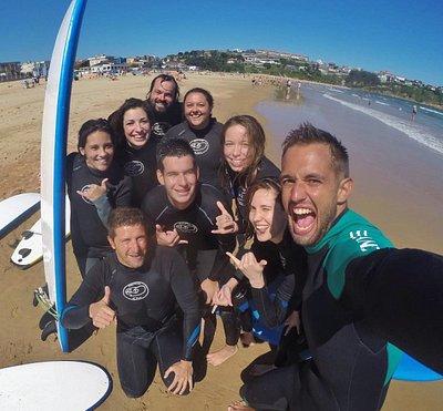 ¡Disfrutando de un fantástico día de olas! 🌊