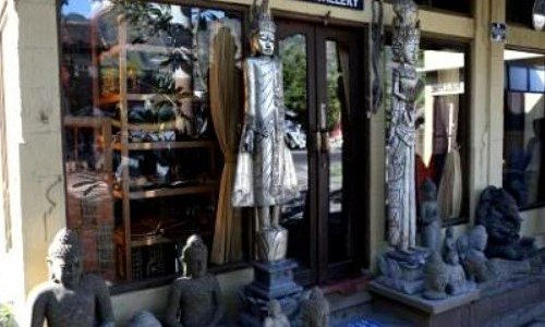 Pandya Art Galery is the biggest art shop in Pemuteran area. We sell local product from Bali, and also available Tourist information service and Authorized Money Changer. It is one stop shopping.