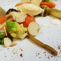 Cocotte de légumes de Monsieur Bail aux épices douces, brunoise de mangue, lait d'amandes et amandes grillées