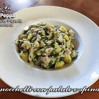 Gnocchetti alla premanese con patate e spinaci. Conditi con burro, salvia, formaggio latteria e fontina.