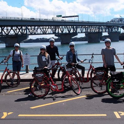 Fun in the sun at Auckland Harbour Bridge