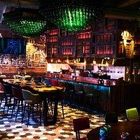 Волки & Ёлки – это барно-ресторанная концепция замешанная с ультрасовременным саундом для гурманов и эстетов.