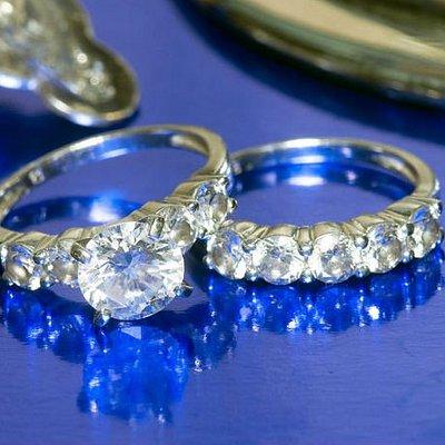 Wholesale diamonds available at Diamond Exchange Dallas.