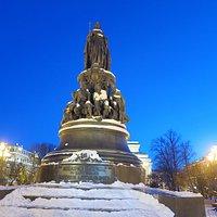 """สถานที่แห่งนี้คือ""""อนุเสาวรีย์พระนางแคทเธอรีนที่2 Monument to Catherine the Great """" ครับ"""