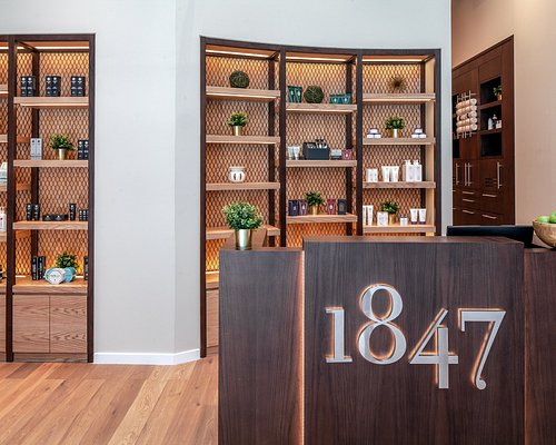 Our beautifully thought out design, will provide you with the ultimate ambience to maximize your grooming experience.
