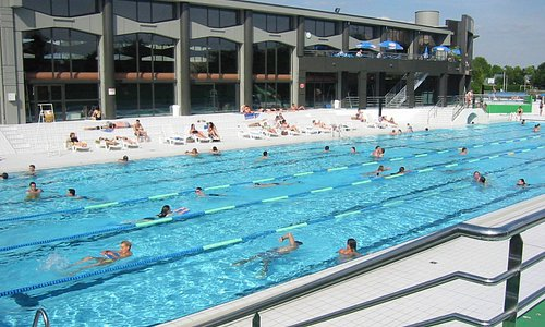 Bassin 50 mètres extérieur : idéal pour les nageurs !