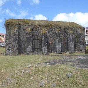 Fort Charlottes ammunitionsförråd låg gömt längre in i  fortifikationsanläggningens område.