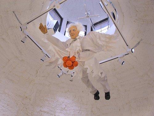 Ангел-Хранитель , летающий под куполом