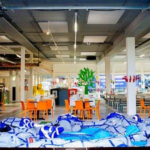 Breed overzicht van Indoorspeeltuin Plezier. Meer informatie op https://www.indoorspeeltuinplezier.nl/impressie-indoorspeeltuin-plezier/