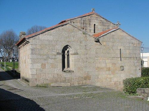 Igreja vista pela parte posterior.