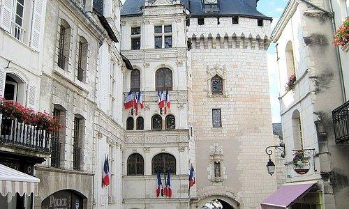 Porte Picois et Hotel de ville