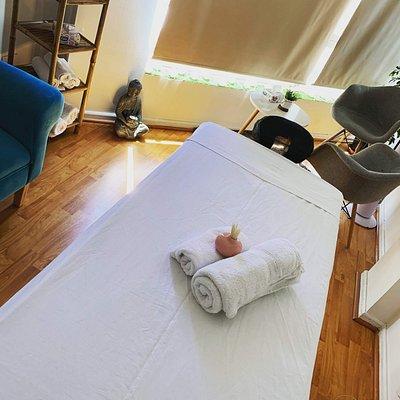 Lo dia o la noche siempre es la hora a una masaje!  Reserve su cita!