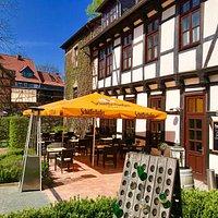 Terrasse und angrenzender Biergarten sind ein Geheimtipp!