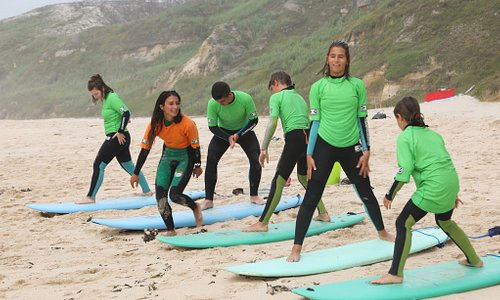 Group surf lesson Nazare