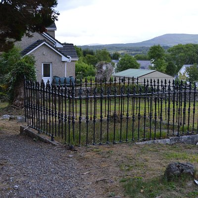 Killowen Old Church - burial ground