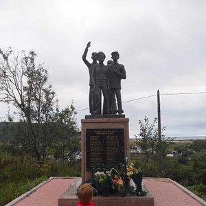 Памятник юным добровольцам