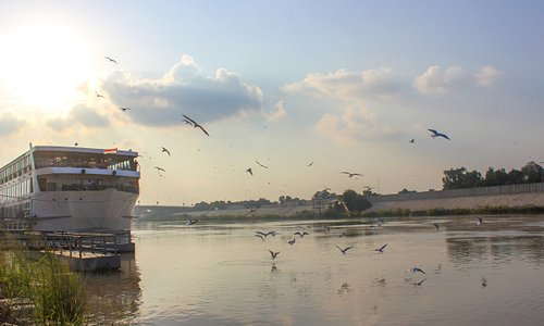 floating restaurant and café with an amazing view to the Tigris river placed and floated at the riverside of Tigris river