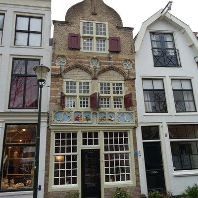 """Rijksmonument;woonhuis""""De Vier Gekroonden""""uit het jaar 1527 te Gouda"""